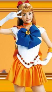真人版美少女战士「小松彩夏」奶碰腰束
