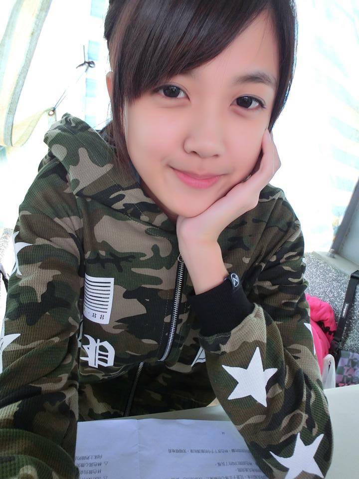 18岁清纯可爱小美女